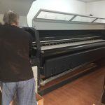 Imprimanta Industriala Print Bannere Outdoor In-house VS Externalizare Productie  Bannere Format Mare